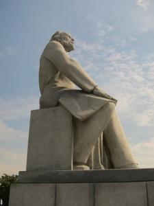 statues030